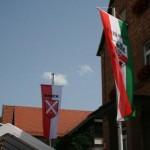 Haibach Dorffest Bilder, Fahnen am Rathaus