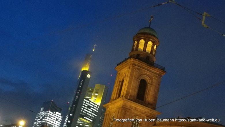 Frankfurt Weihnachtsmarkt, Paulsirche und Maintower