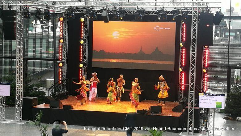 CMT Messe Stuttgart 2019 - Vorführungen aus verschiedenen Ländern im Atrium